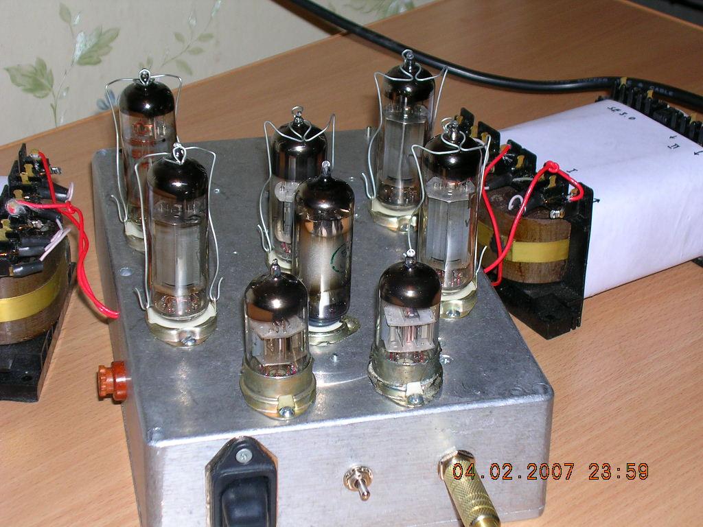 Однотактный ламповый усилитель.  Отличительных особенностей схемы - две. подача сигнала на выходные пентоды...
