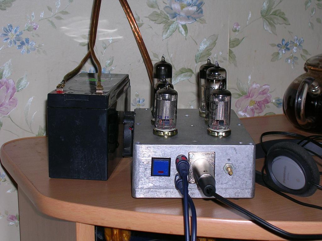 22.04.2009. Бестрансформаторный телефонный усилитель с комбинированным питанием (АКБ 12 В либо сеть переменного тока).